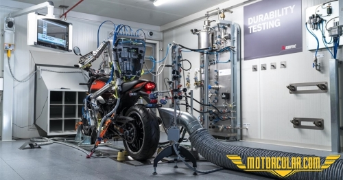 Akrapovic'in Robotik Dyno Sürücüsü