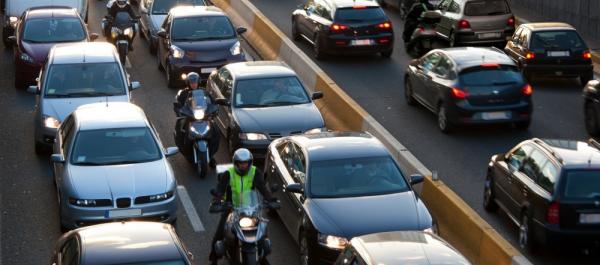Trafikte Aralardan Geçmek