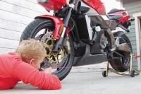 Motosiklette Tekerleklerin Hizalarının Kontrolü